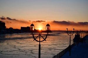 凍った河に映える世界三大夕日